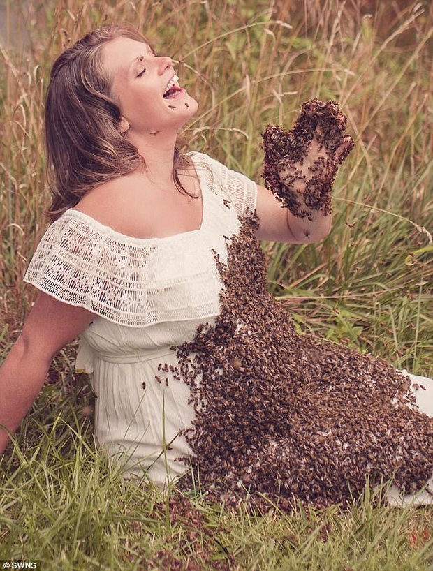 68363bec5fc Grieving mum says maternity shoot with bees didn t cause stillbirth ...